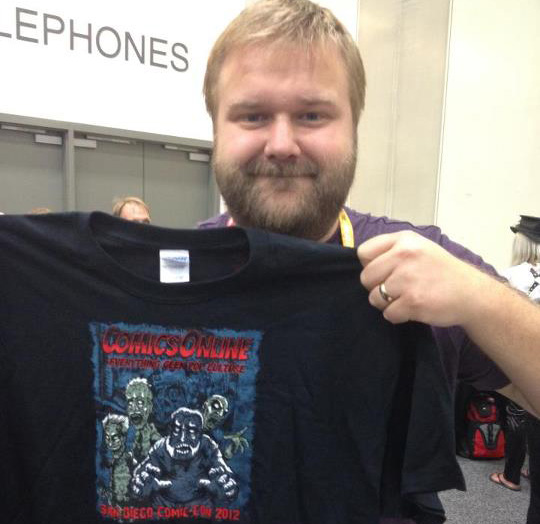 Robert Kirkman models his tee shirt